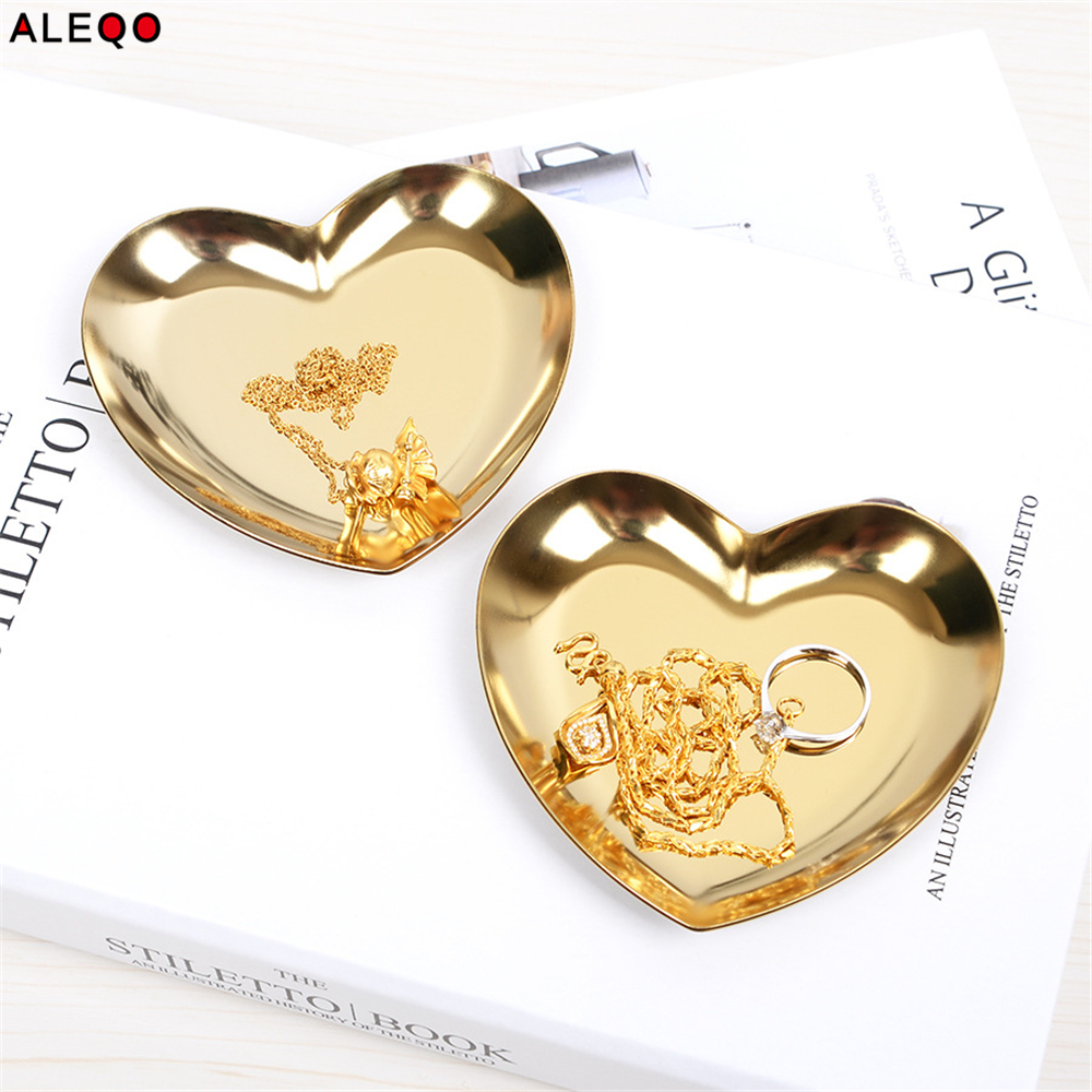 Scandinavian Nordic Metal Office Table Storage Plate Chic Elegant Luxury Gold Heart Shape Office Desk Storage Organizer Decor