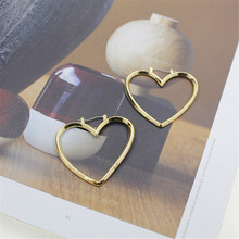 2017 free shipping fashion women New Jewelry wholesale Very simple wind hollow size love t earrings Girl party gift