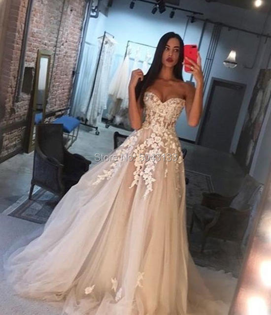 Off Shoulder Champagne Wedding Dresses 3D Ivory Appliques A Line Sweetheart Lace Corset Back Brides Married Gowns 2021 Formal 2