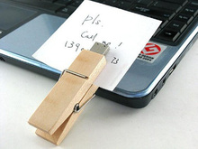 Wooden clip USB 2.0 flash drive