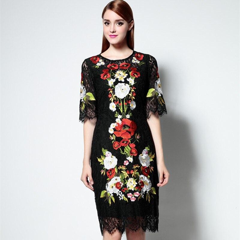 Платье с вышивкой кружево