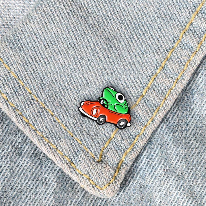 Sveglio Del Fumetto della Rana del Metallo Dello Smalto Spilla di Guida Rosso Auto Rana Distintivo Spille Unique Trendy Accessori Dei Monili di Costume del Regalo Dei Bambini