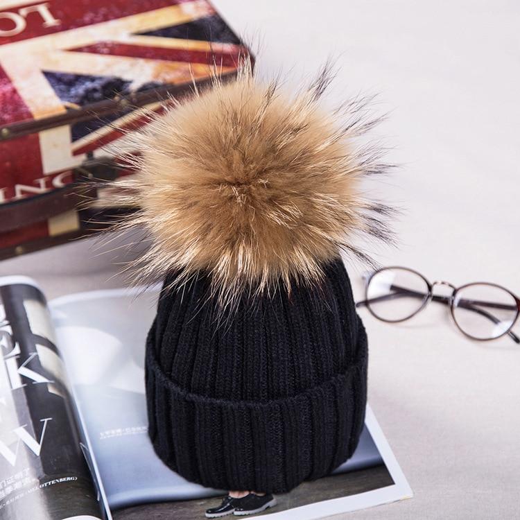Брендовая зимняя женская шапка высокого качества, шапка бини из натурального меха енота, женские шапки с помпоном, Женская Повседневная шапка для девочек - Цвет: black