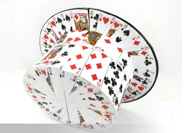 Fan de cartes à chapeau haut-de-forme gros plan tours de magie, tours d'illusion, apprenti magicien d'illusion, accessoires de magie pour magiciens