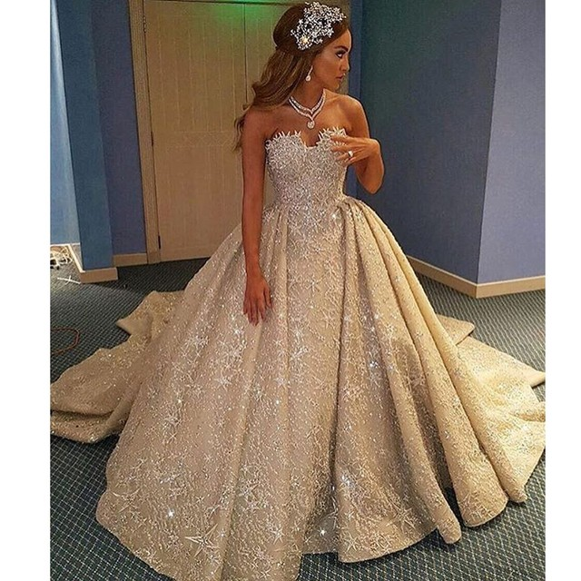 Luxury Vestidos De Novias Sweetheart Lace Bling Bling Sleeveless Ball Gown  Puffy Designer Star Wedding Dresses 2017 22950cfbd9f9