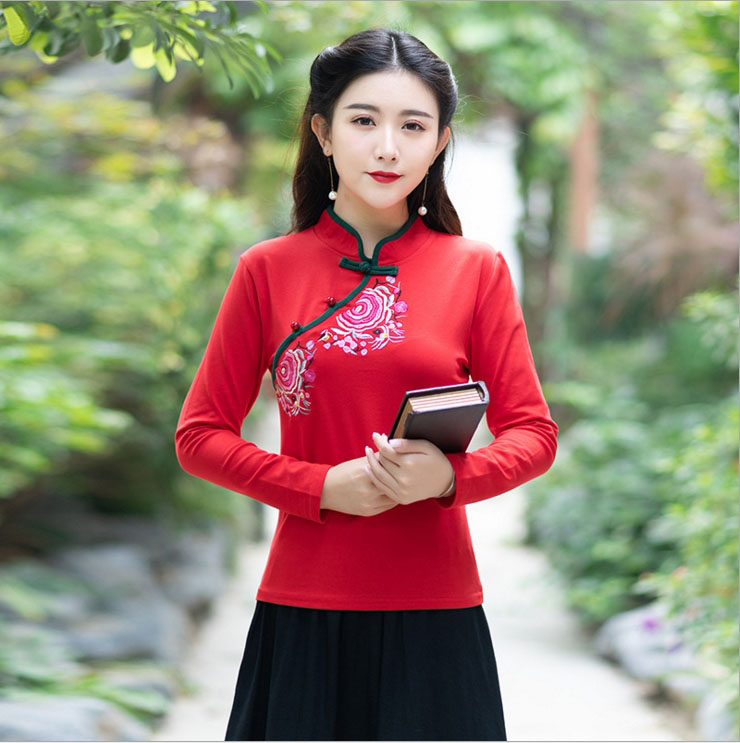 2018 autumn and winter national wind embroidered embroidered collar button cotton T-shirt