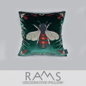 Image 5 - 베개 모델 룸 소파 포옹 베개 케이스 농촌 복고풍 꿀벌 녹색 벨벳 자수 꽃 쿠션 커버 쿠션 커버