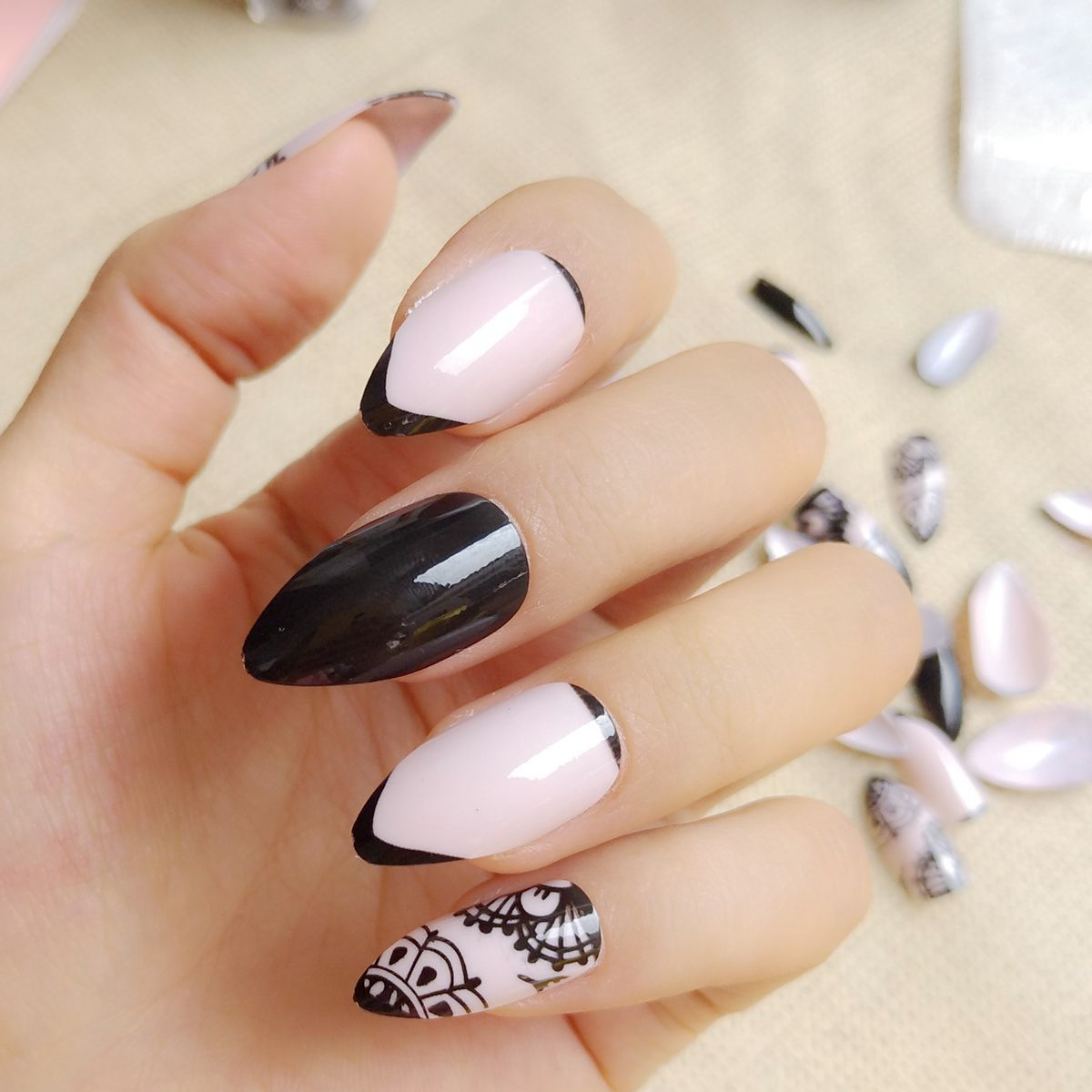 24Pcs Shiny Black Fake Nail Short Stiletto Nails Natural French ...