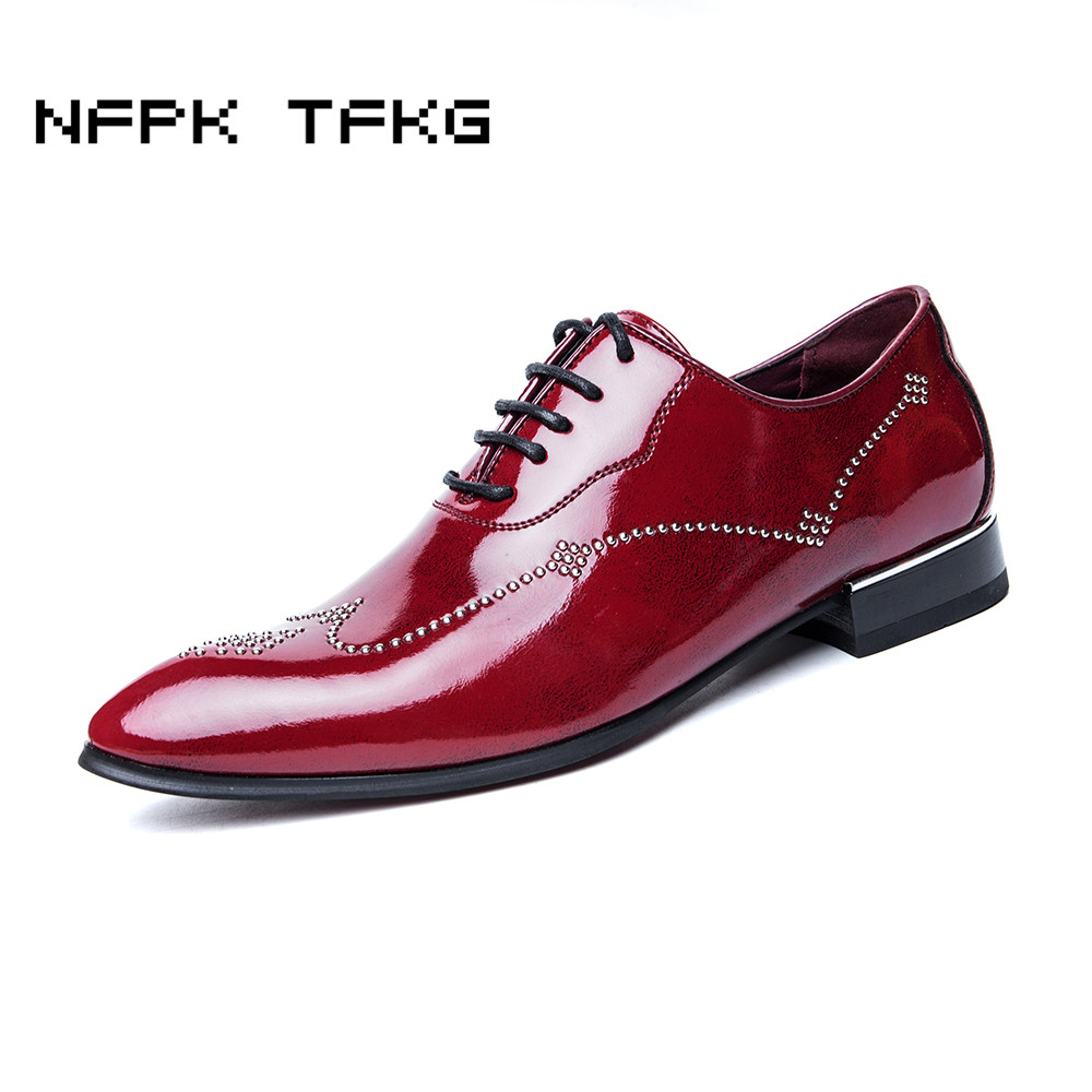 men fashion wedding stage nightclub dress rivet breathable genuine leather shoes pointed toe lace up bright flats oxfords shoe men s pu leather wedding flats new british men shoes fashion man pointed toe formal wedding shoes male dress shoes