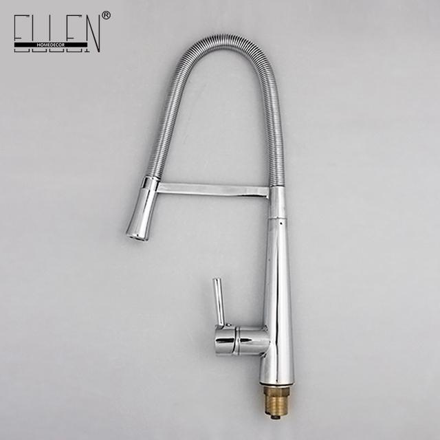 Kuchyňská vodovodní baterie v moderním stříbrném provedení