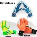 Crianças Goleiro Luvas de Látex Luvas De Goleiro De Futebol Para Crianças De Futebol Crianças Esportes Profissionais com Proteção do dedo