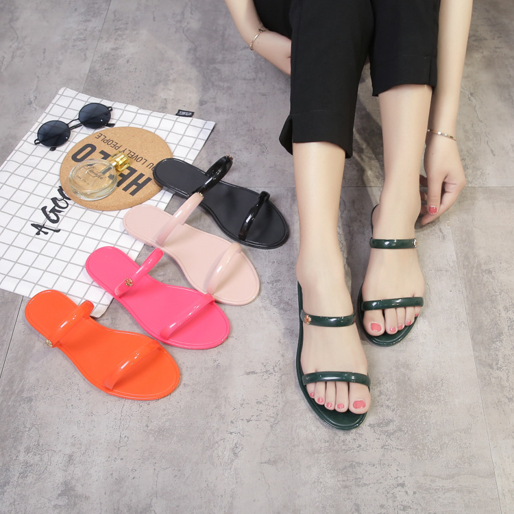 2018 summer new jelly shoes flat solid crystal shoes wild fashion anti-skid slippers new style beach sandals 4 colours slides summer 2017 new color crystal bling sandals woman anti skid hole jelly shoes flat garden beach rain shoes
