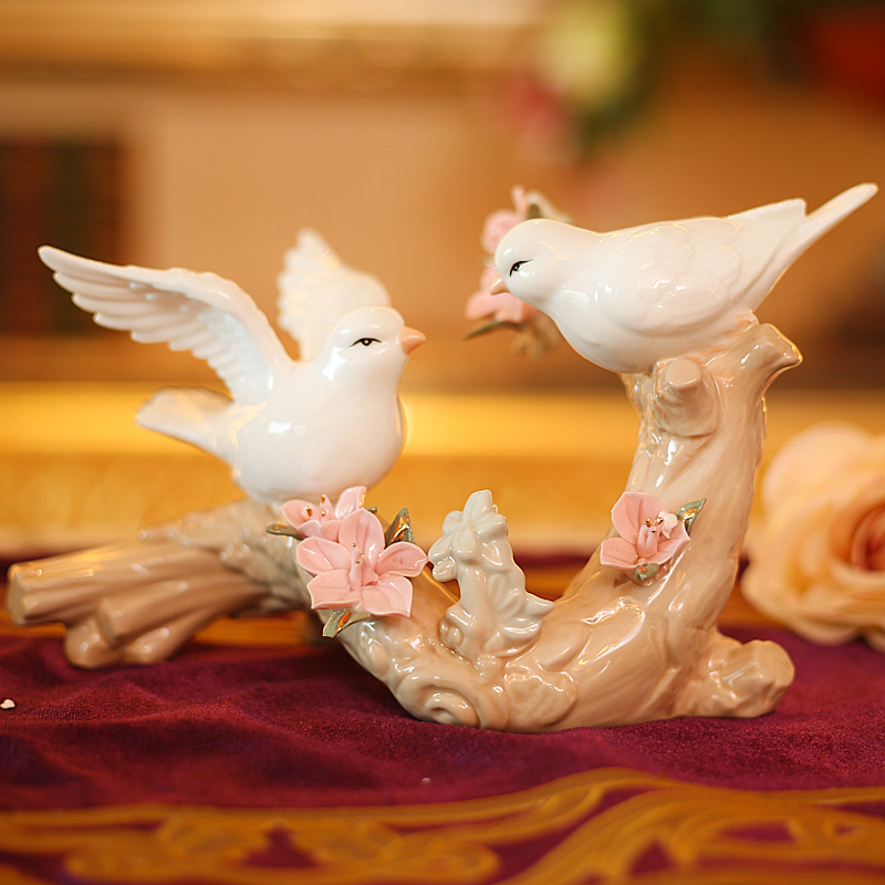 Romantic Porcelain Bird Lovers Figurine Ceramic Gift and Craft Ornament for Wedding Decoration and Marriage Anniversary