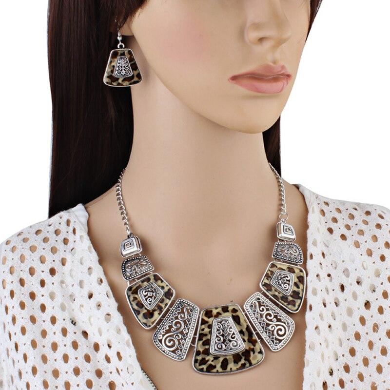 F&U New Fashion Bohemia Design Vintage Metal Rhinestone Deco. Braided Link Chain Necklace Beautifuf For Women