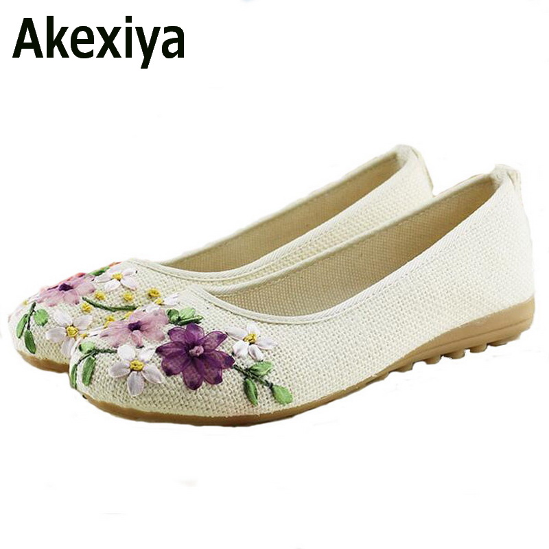 Akexiya 2017 New Women Flower Flats Slip On Cotton Fabric Casual Shoes Comfortable Round Toe Student Flat Shoes Woman Plus Size odetina 2017 new woman slingback flats hollow out slip on flat shoes flower half slippers mules d ete pour femme plus size 32 43