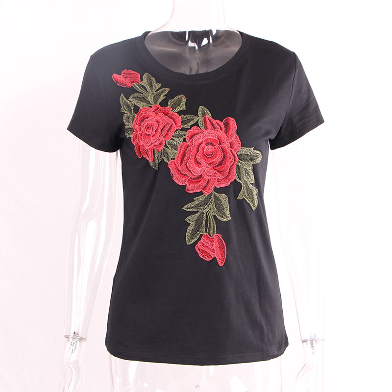 Красная роза на черном вышивка