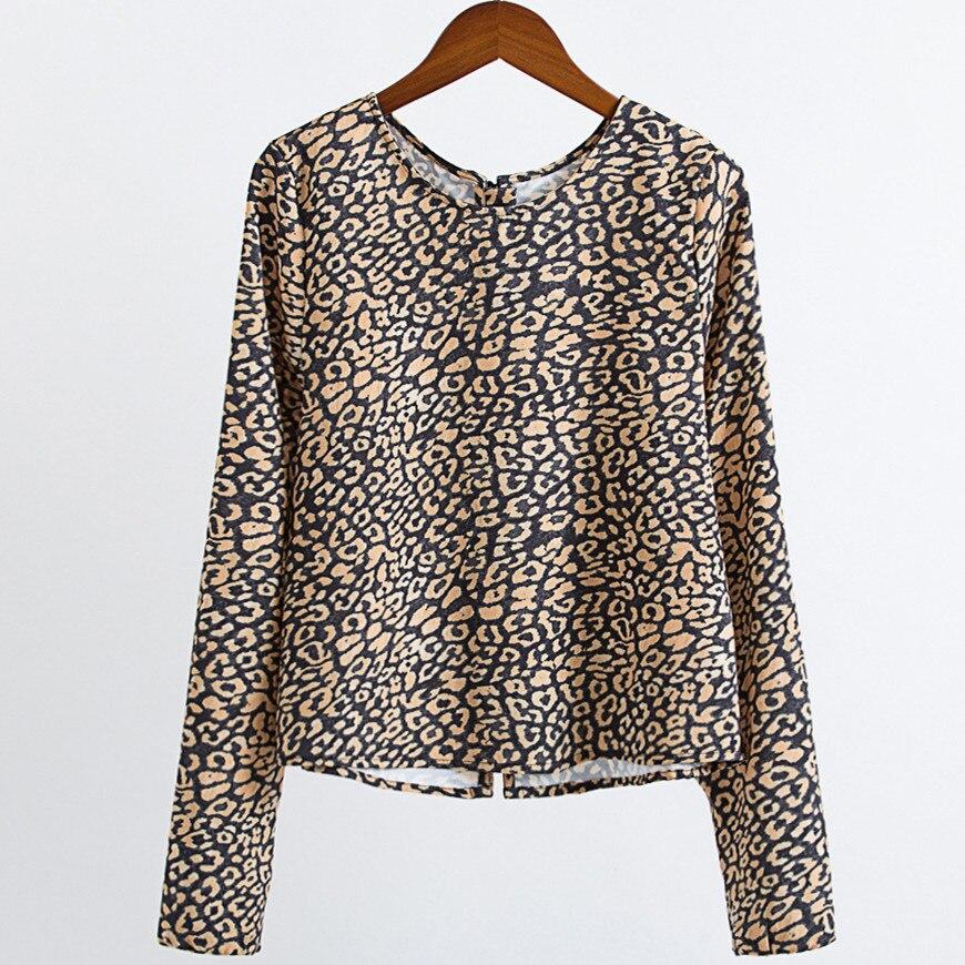 d5dc4b798a0 Mujeres Animal Print Sexy Camisa de Leopardo Blusa Beads Volver Hebilla O  cuello de Manga Larga Tops Blusa mujer femininas camisa do leopardo en  Blusas y ...