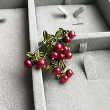 Vanssey Vintage Fashion Cranberry Branch Leaf Freshwater Pearls Green Brass Brooch Pin Party Wedding Accessories for Women 2018