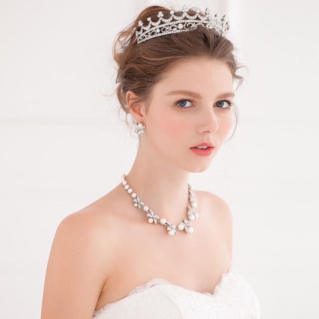 Cristais de prata 2016 de noiva acessórios cabeça vestidos de noiva chapéus baratos Modest moda acessórios do casamento nupcial Crown em estoque