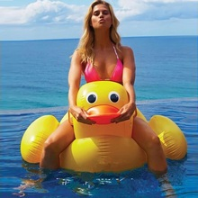 110cm Giant Inflatable Duck Pool Float Ride-On Swimming Ring For Adult Children Baby Floating Water Party Toy Air Mattress boia 220cm giant parrot inflatable pool float adult swim ring children toy flamingo pool float beach water toy air recliner mattress