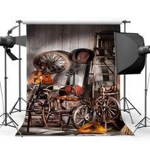 Antiguo granero Vintage rueda madera escalera guitarra sombrero rústico rayas madera tablón dorado trigo Interior fotografía fondo