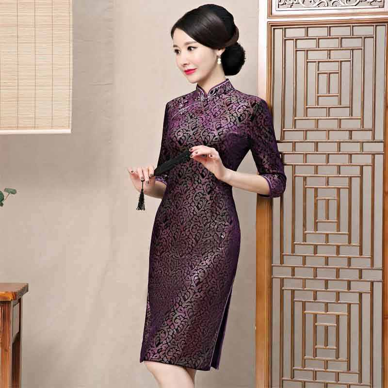 ... 2019 Autumn Velvet Chinese Style Mother Dress Vintage Chinese Women  Floral Beaded Qipao Slim New Cheongsam ... a665c35b391e