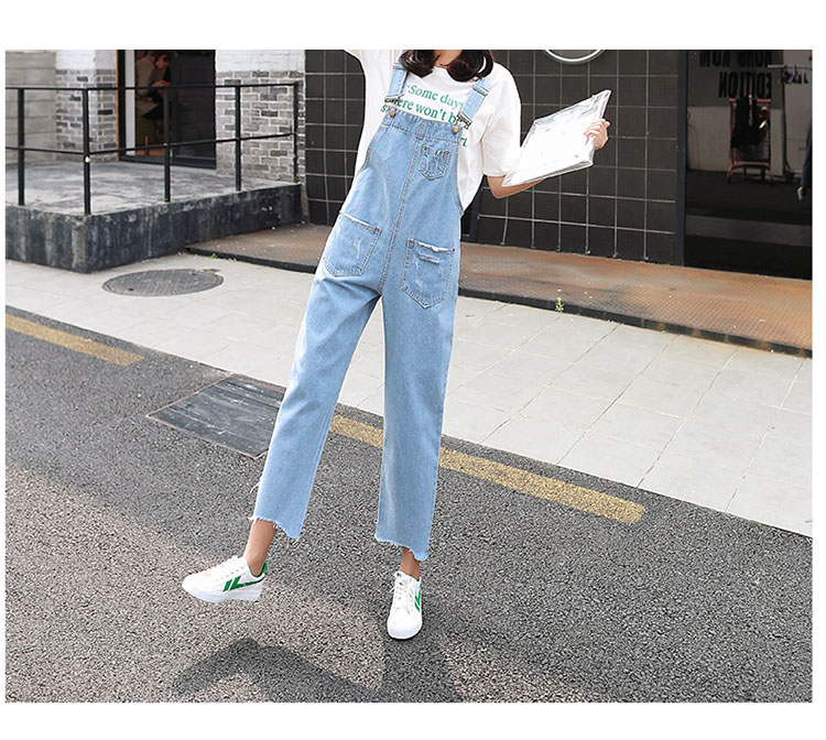 Stylish suspender jeans. College style, casual denim pants. (34)