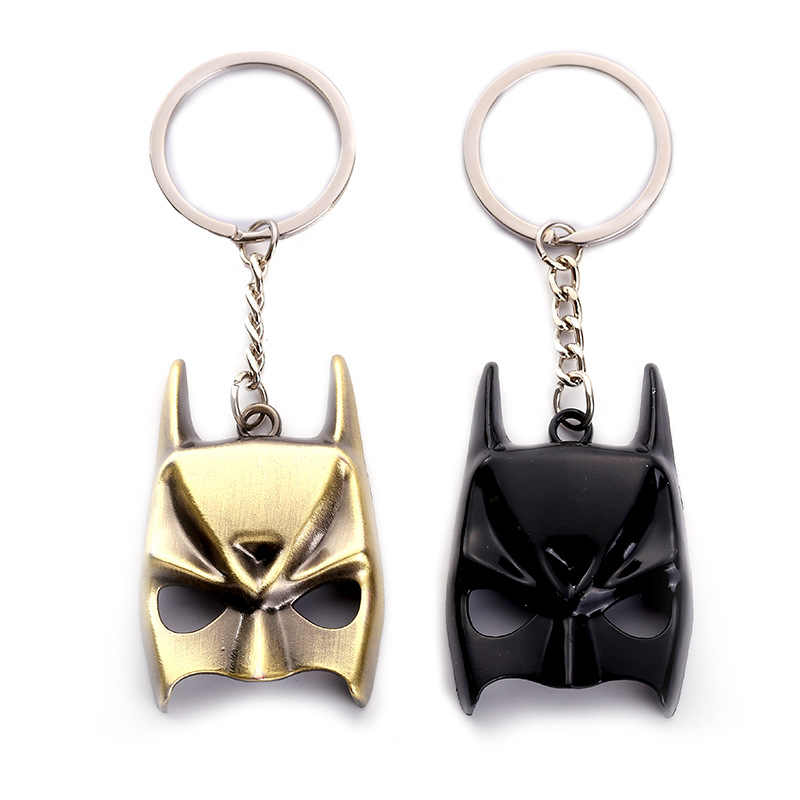 Anime Batman El caballero oscuro llavero Batman máscara Metal llaveros colgantes coche llavero accesorios figura de acción muñeca