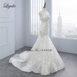 """Image 2 - Liyuke высокое качество цветочный принт свадебное платье в стиле """"Русалка"""" Аппликация из кружева, вышитая бисером жемчужина ручная работа Элегантное свадебное платье с открытыми плечами"""