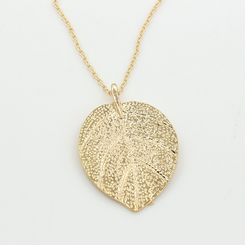 2018 European and American fashion new leaves necklace noble yellow sweater chain ladies long necklace