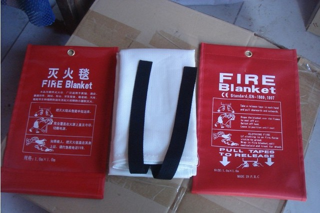2m*2m Common household and factory fire equipment fire blanket,  help themselves escape blanket ,fireproof cloth.