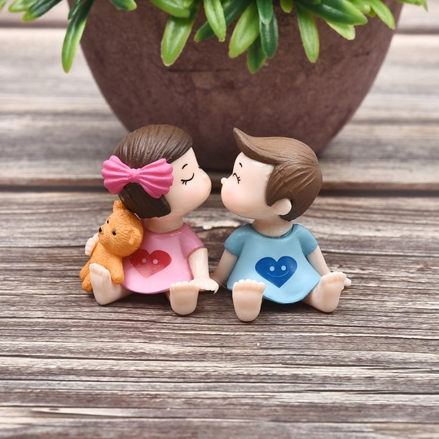 1Pair Sweety Lovers Couple Figurines Miniatures Fairy Garden Gnome Moss Terrariums Resin Crafts Decoration Accessories