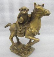 Darmowa wysyłka chiny rzadko miedzi stary ręczny młotek szczęście małpa posąg konia szybko w Posągi i rzeźby od Dom i ogród na