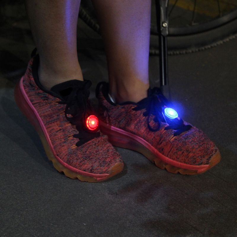 1 Pcs Luminous Clip Shoe Light Night Shining Flash Light Warning Running Shoes /Clothing /bags / Bicycle 3 Colors