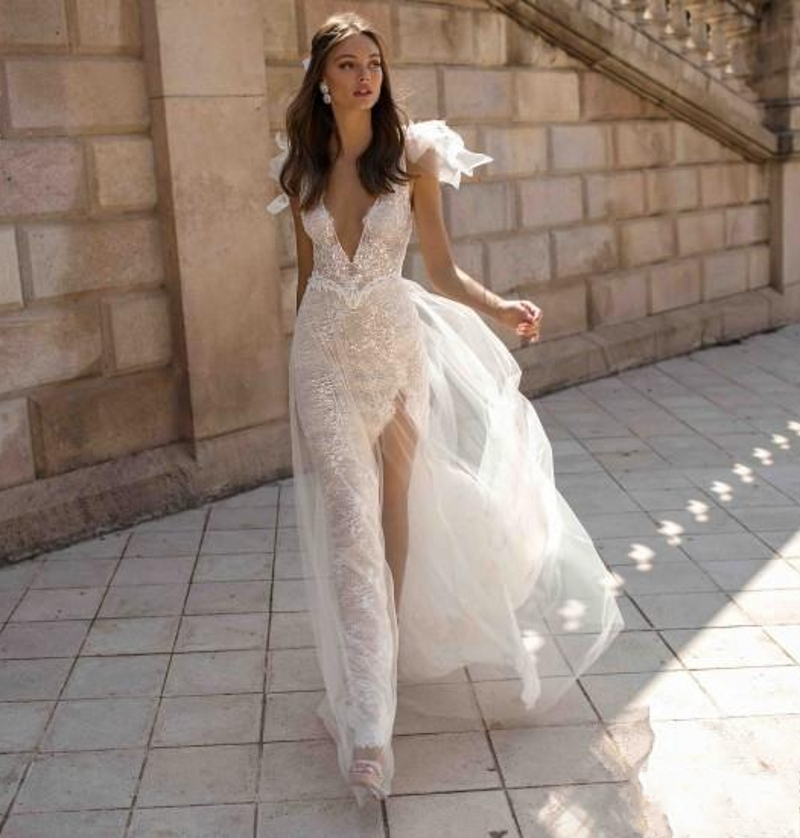 2019 Lace Backless Bridal Gowns High Slit V Neck See Through Customized Beach Wedding Dress Boho