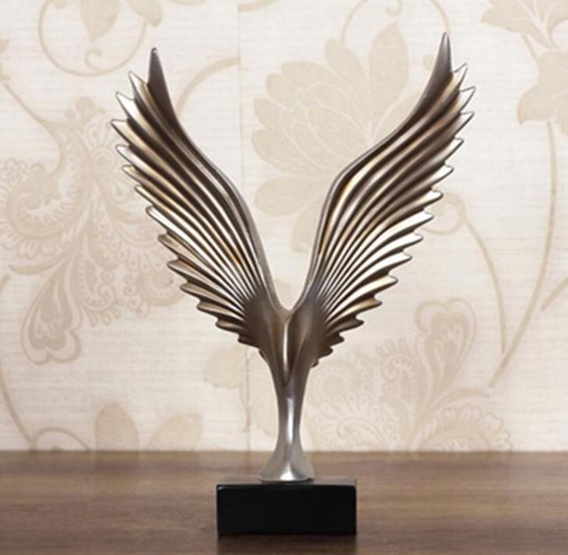 Creative Home Decor Eagle Wing Abstract Sculpture Decoration Figurine Decorative Resin Hawk Statue Tv Background Xmas
