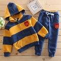 Детская мода комплектов одежды сгущать хлопок детские мальчики девочки одежда набор детей костюмы в Полоску пальто + брюки весна осень и зима