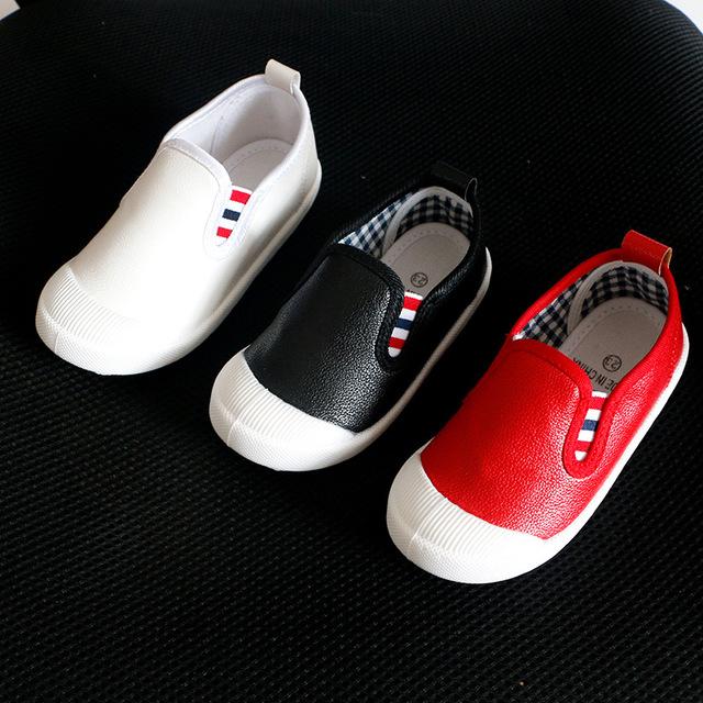 2016 Nova Moda Crianças Sapatos Casuais Meninas sapatos de Couro À Prova D' Água 3 cores PU Sólida Slip-On sapatos de Crianças meninos das meninas do bebê sapatos