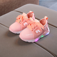 Crianças quentes Sapatos Luminosos Luzes Piscando Tênis Da Moda Das Meninas Dos Meninos Do Esporte Correndo Sapatos Sapatos de Bebê Da Criança do Miúdo LEVOU Tênis