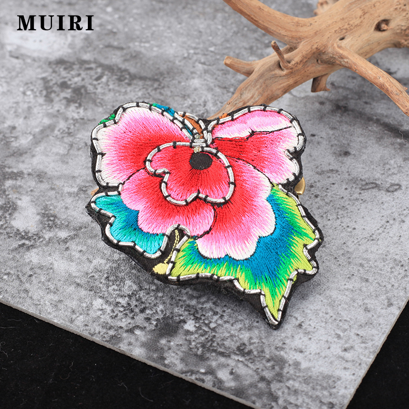 Ethnic Brooches For Women Embroidery Handmade Flower Retro Royal Court Safety Scarf Pins Broche Mujer Female Broches For Mother