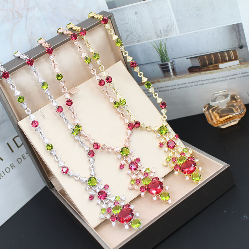 Collier de femmes scintillantes de haute qualité en pierre précieuse décoratif élégant collier pendentif Long chandail de luxe