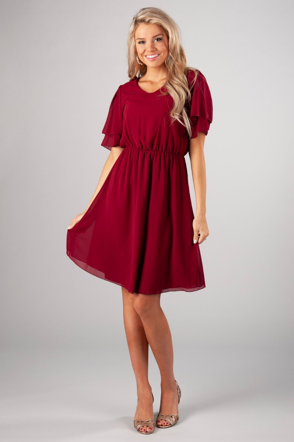 Dark Red Chiffon A-line Short Modest   Bridesmaid     Dresses   With Flutter Sleeves A-line Knee length Boho Informal   Bridesmaid   Gowns