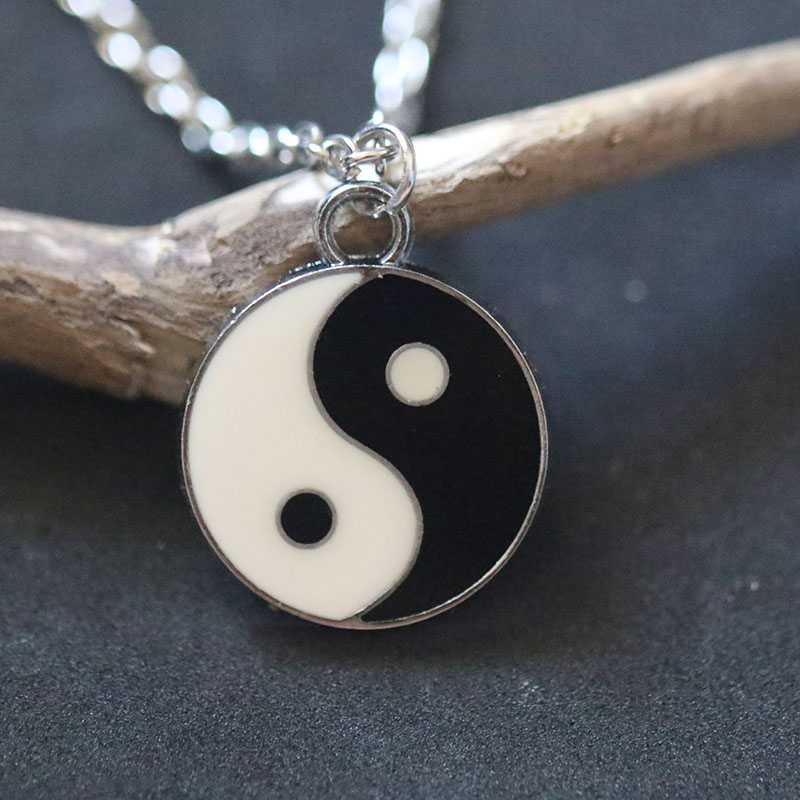 Enamel Black White Taiji Yin Yang Gossip Pendant Necklace Fashion Charms Choker Collier Bijoux Christmas Holiday Gift For Women
