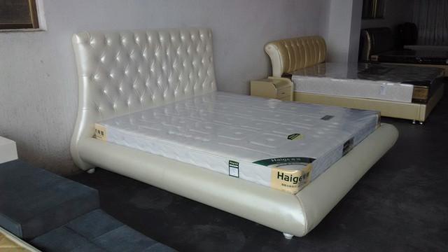 Moderna de cuero genuino suave cama contemporánea China muebles del dormitorio blanco alto cabecero copetudo diamante