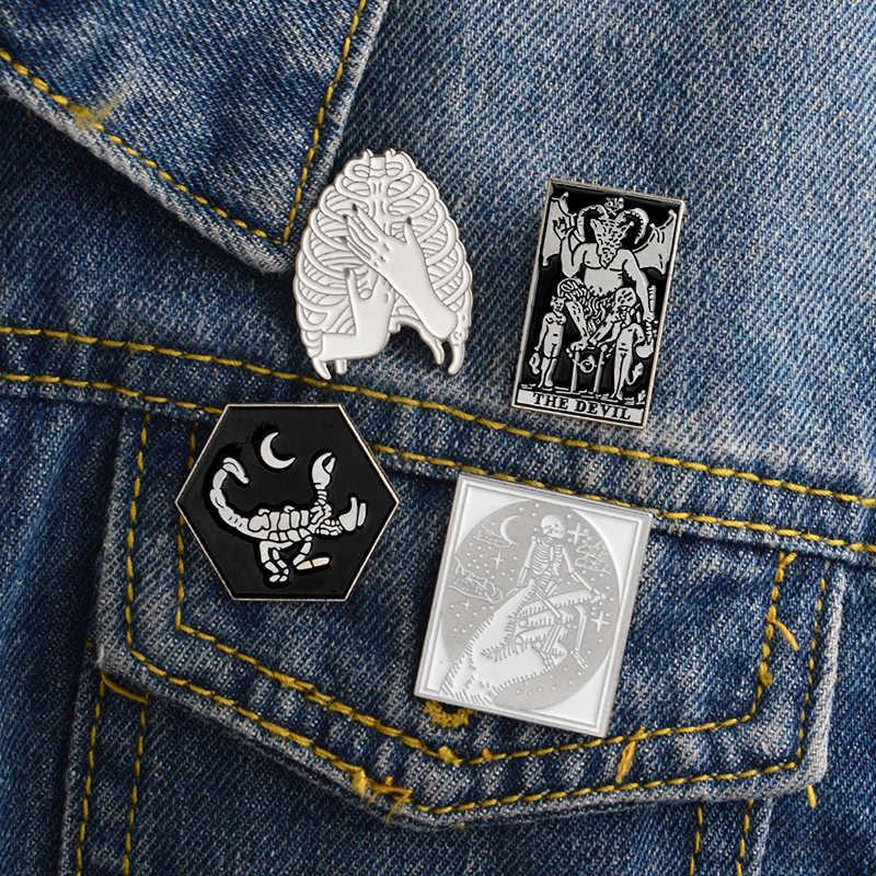 Prodotti di moda Diavolo, Scorpione, Scheletro, Cranio, Ribcage, Le Mani, halloween pin di Scheletro Gotico Scuro Spilla Combinazione Dei Monili del Vestito