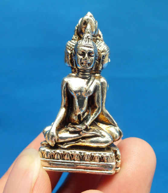 チベットシルバー彫刻仏好き像お守り装飾飾り