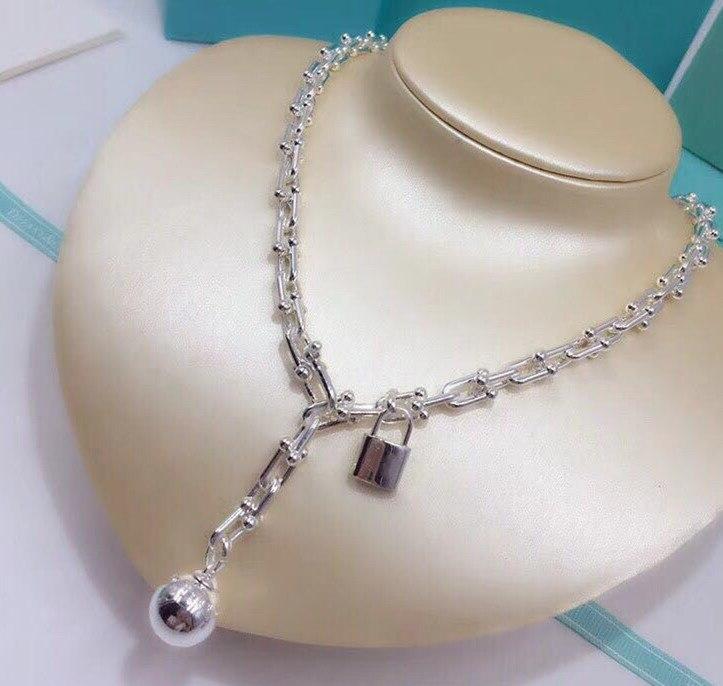 Hot marque en acier inoxydable bijoux en forme de u complet collier en acier perle boule lettre pendentif serrure collier or rose argent or