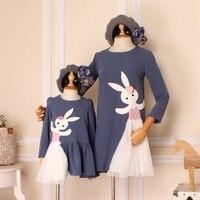 Mẹ Con Gái Ăn Mặc Thỏ Phim Hoạt Hình Thời Trang Dễ Thương Dài Tay Áo Dresses Gia Đình Look Chất Lượng Cao Mùa Xuân Phong Cách Mới Làm Mềm