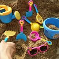 9 unids Juguete Playa de Arena de Juegos de Agua Kids Seaside Excavación Herramientas Paddle Conjunto Cerrado Pala Pala Reloj de Arena gafas de Sol Diversión Al Aire Libre