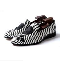 Демисезонные туфли дерби мужские черные и белые вечерние свадебные туфли в полоску с вышивкой розы мужские кожаные туфли на плоской подошв